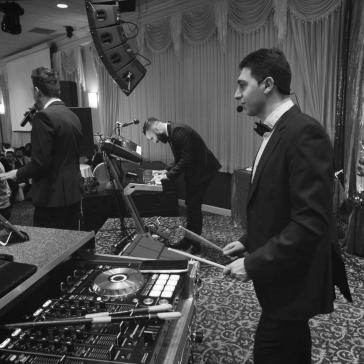 Eddie Potros Percussio, Waad Kakos Singer, Iden Marko Keyboard