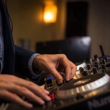DJ Eddie Mixing