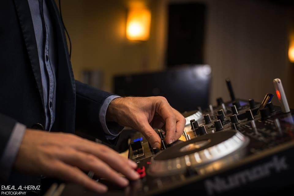 DJ Eddie mixing the best music
