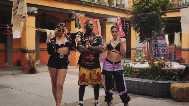 Tinie ft Sofia Reyes and Farina - Whoppa